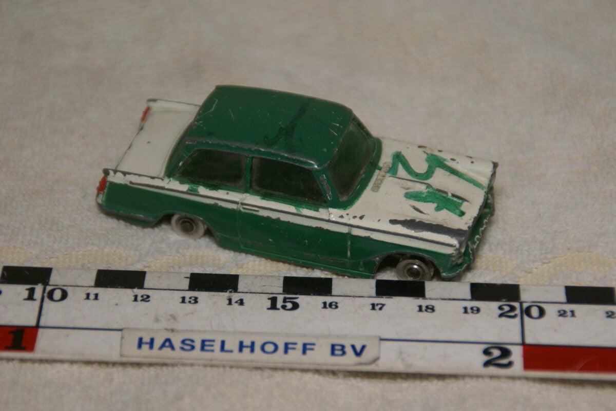 DSC08949 miniatuur Triumph Herald groen wit 1op43 Dinky Toys nr 189