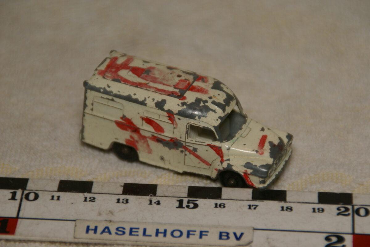 DSC08951 miniatuur Lomas ambulans wit ca 1op70 Lesney