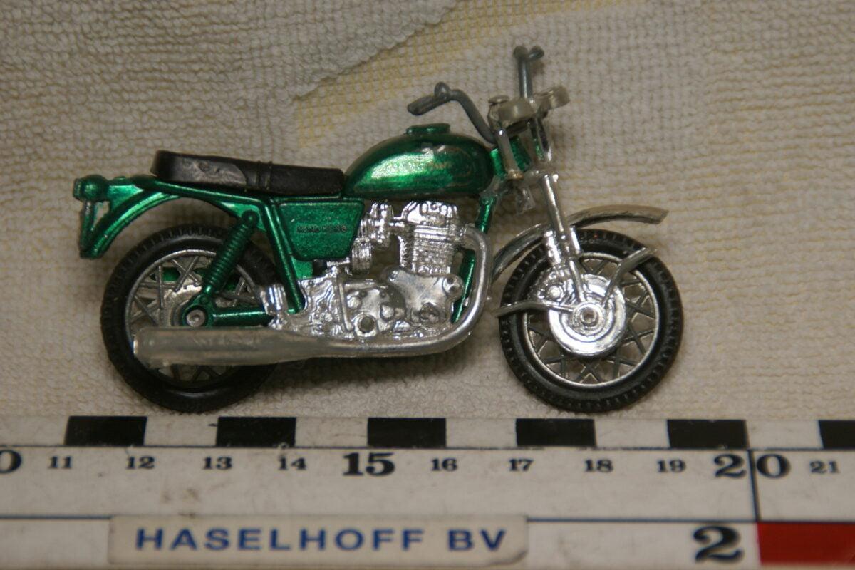 DSC08952 miniatuur motorfiets groenca  1op43 Hong Kong