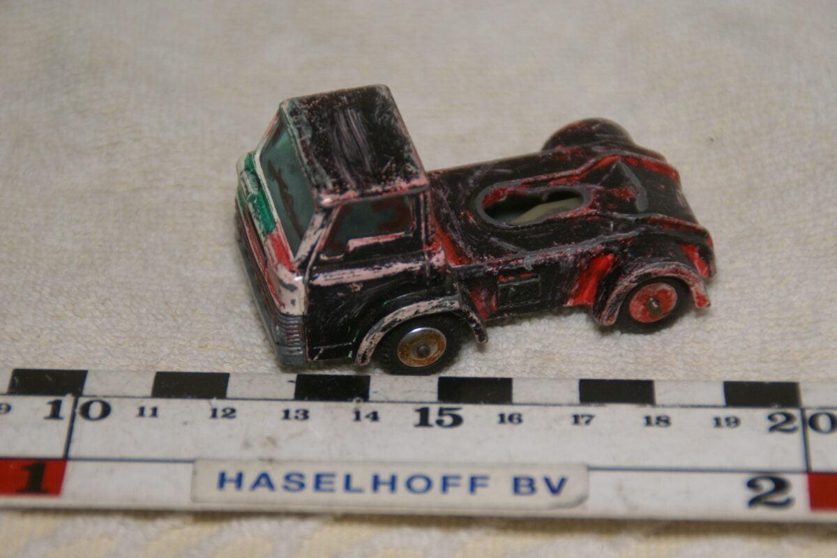 DSC08962 miniatuur Ford D-series trekker zwart ca 1op43 Husky