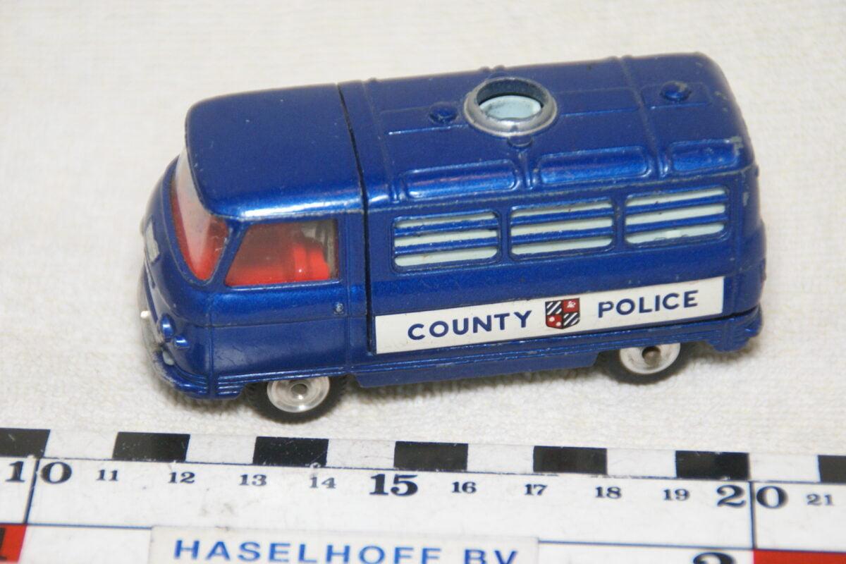 DSC08980 miniatuur Commer 0.75 ton police blauw met verlichting 1op43 Corgi Toys