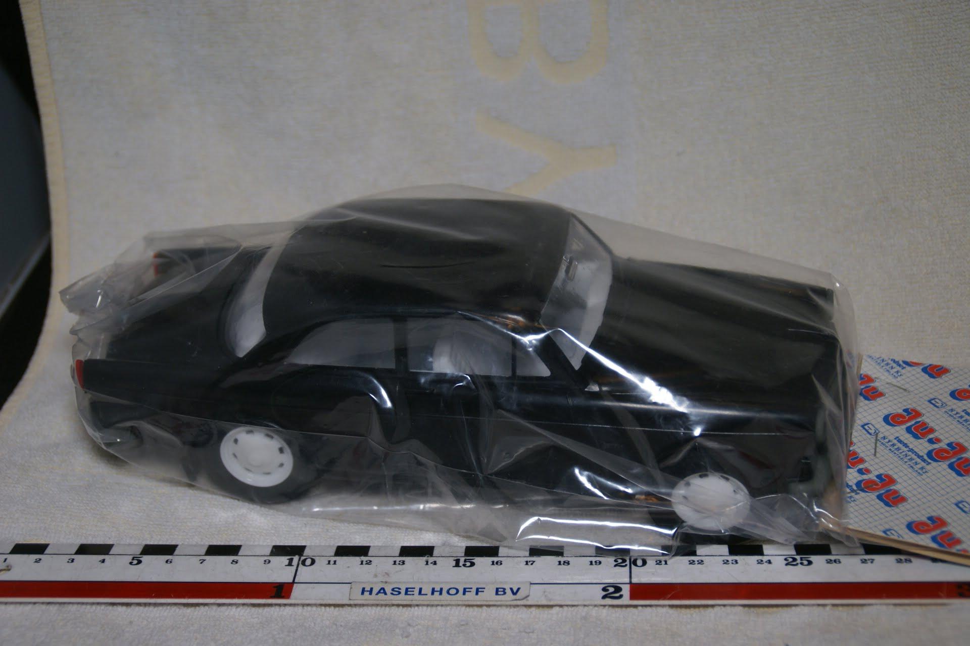 DSC08985 miniatuur Volvo Amazon 130 zwart ca 1op18 JuJu Stahlberg Finland MB