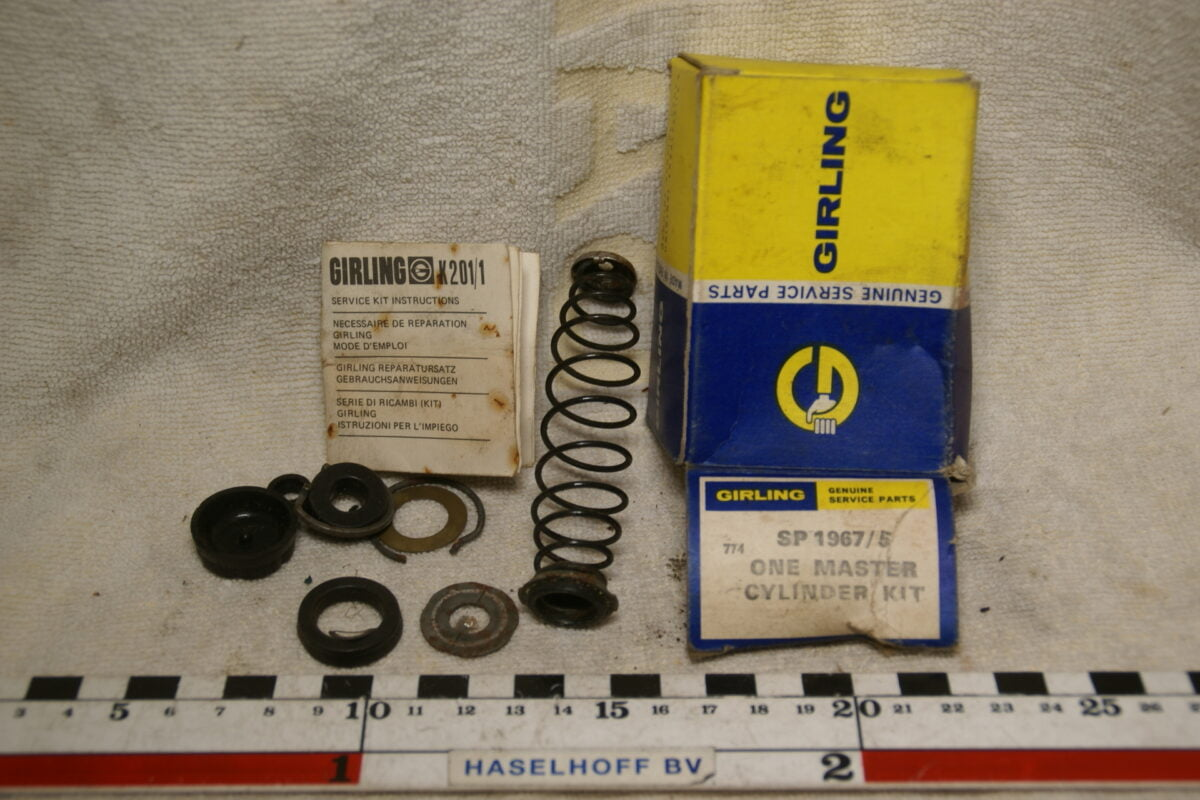 DSC01047 Volvo GIRLING hoofdremcylinder revisieset SP 1967 5 NOS