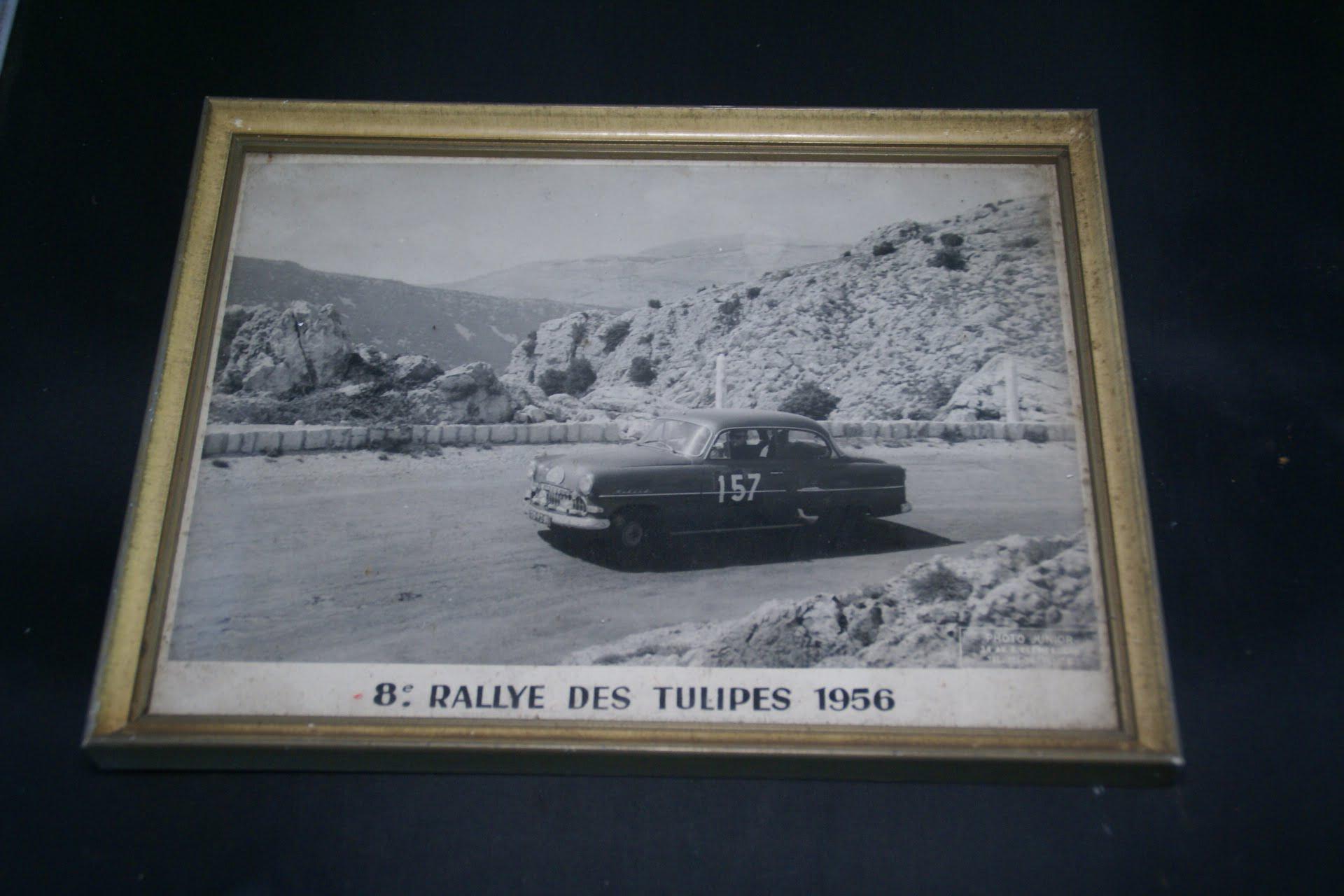 DSC01183 foto ingelijst Tulpenrally 1956 met Opel Rekord nr 157