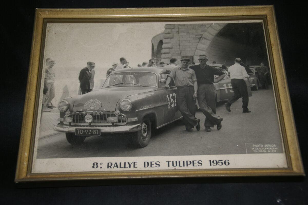 DSC01184 foto ingelijst Tulpenrally 1956 met Opel Rekord nr 157