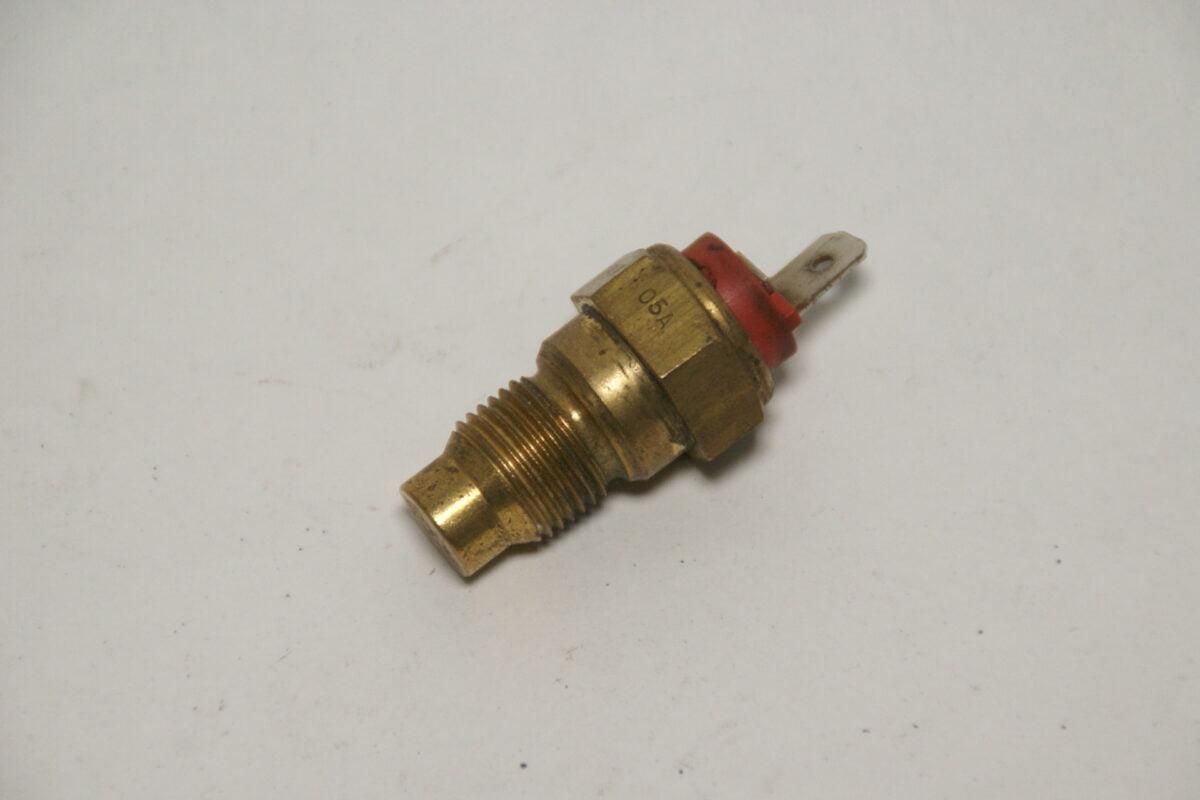 DSC01238 Volvo thermische schakelaar 3203