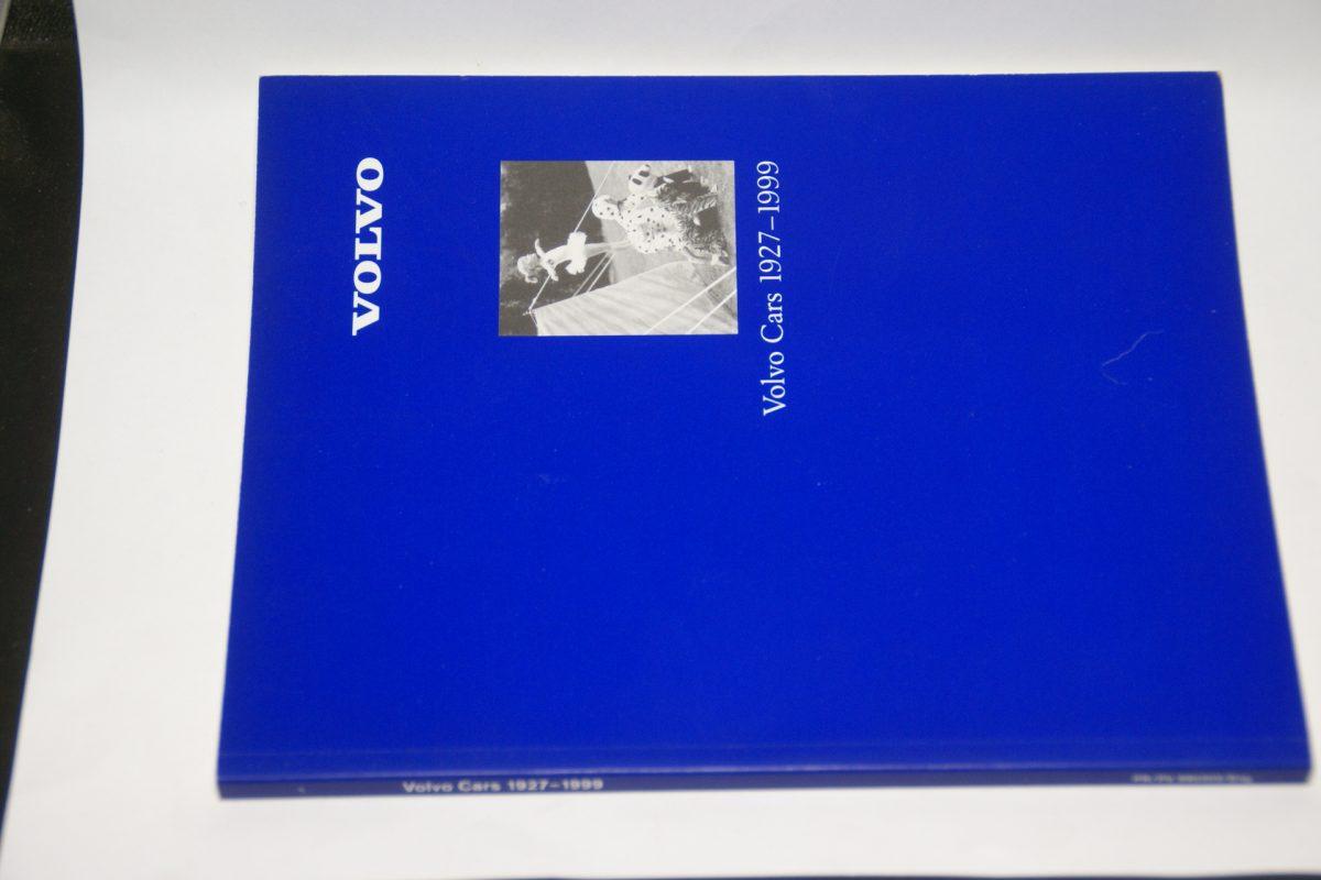 DSC01249 boek Volvo cars ISSN 1927-1999 1104-9995 mint