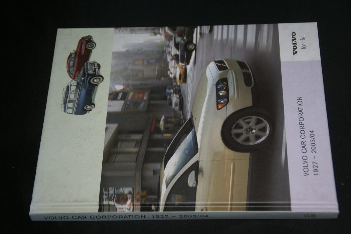 DSC01257 boek Volvo cars 1927-2003 2004 1104-9995