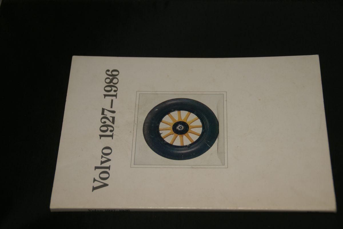 DSC01270 boek Volvo 1927-1986 860207