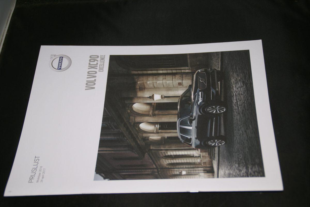 DSC01289 brochure Volvo XC90 Exellence MY 18 04-2017 (V1) mint