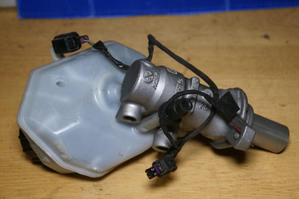 DSC01313 Volvo V70 hoofdremcylinder 033508-85561 A426K