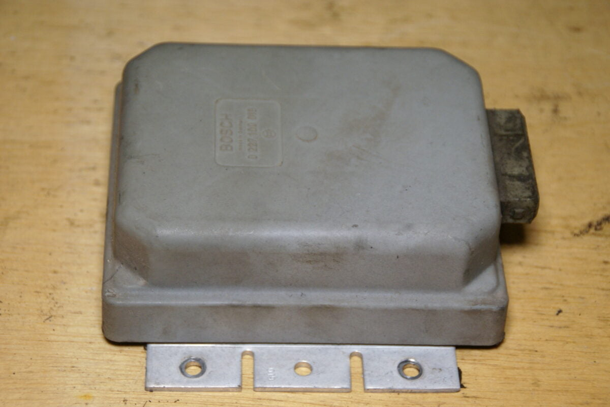 DSC01362 Volvo 262 Delorean USA ecu 0227100019 100