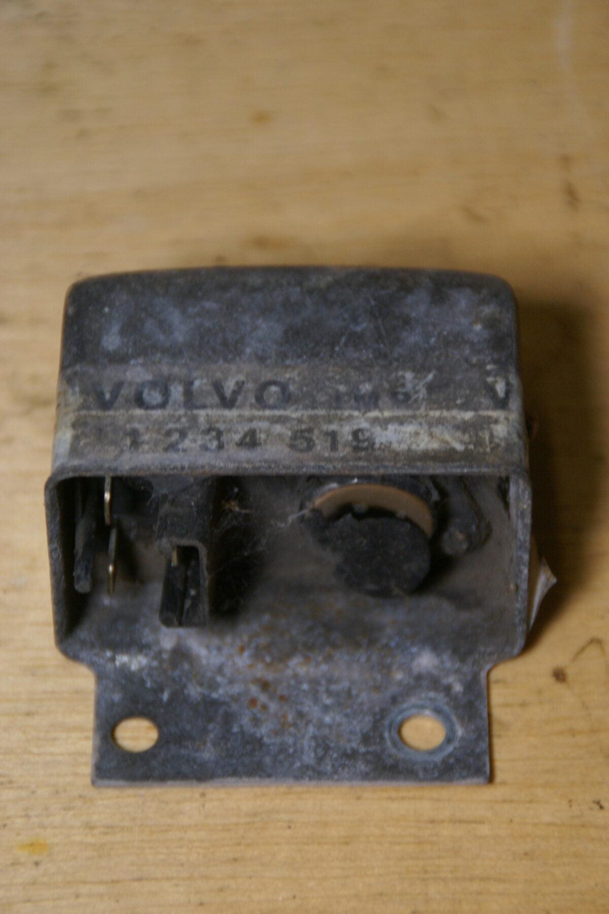 DSC01391 Volvo 260 spanningsregelaar 1234519