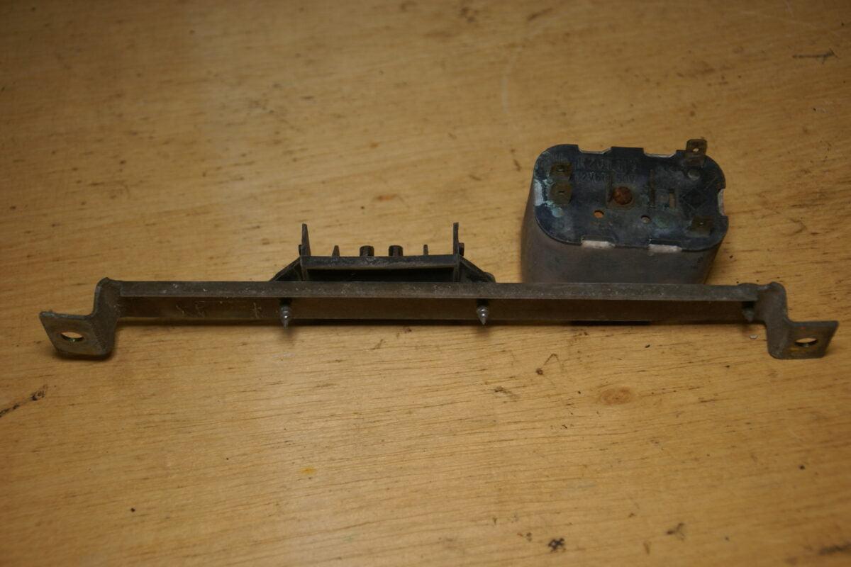 DSC01393 Volvo 260 strip met relais R201115
