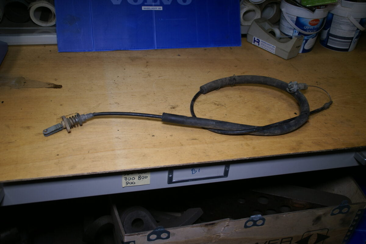 DSC01409 Volvo 262 USA gaskabel