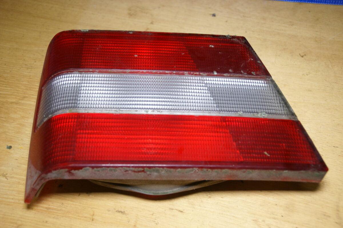 DSC01436 Volvo 944 964 achterlicht links binnen 9133731