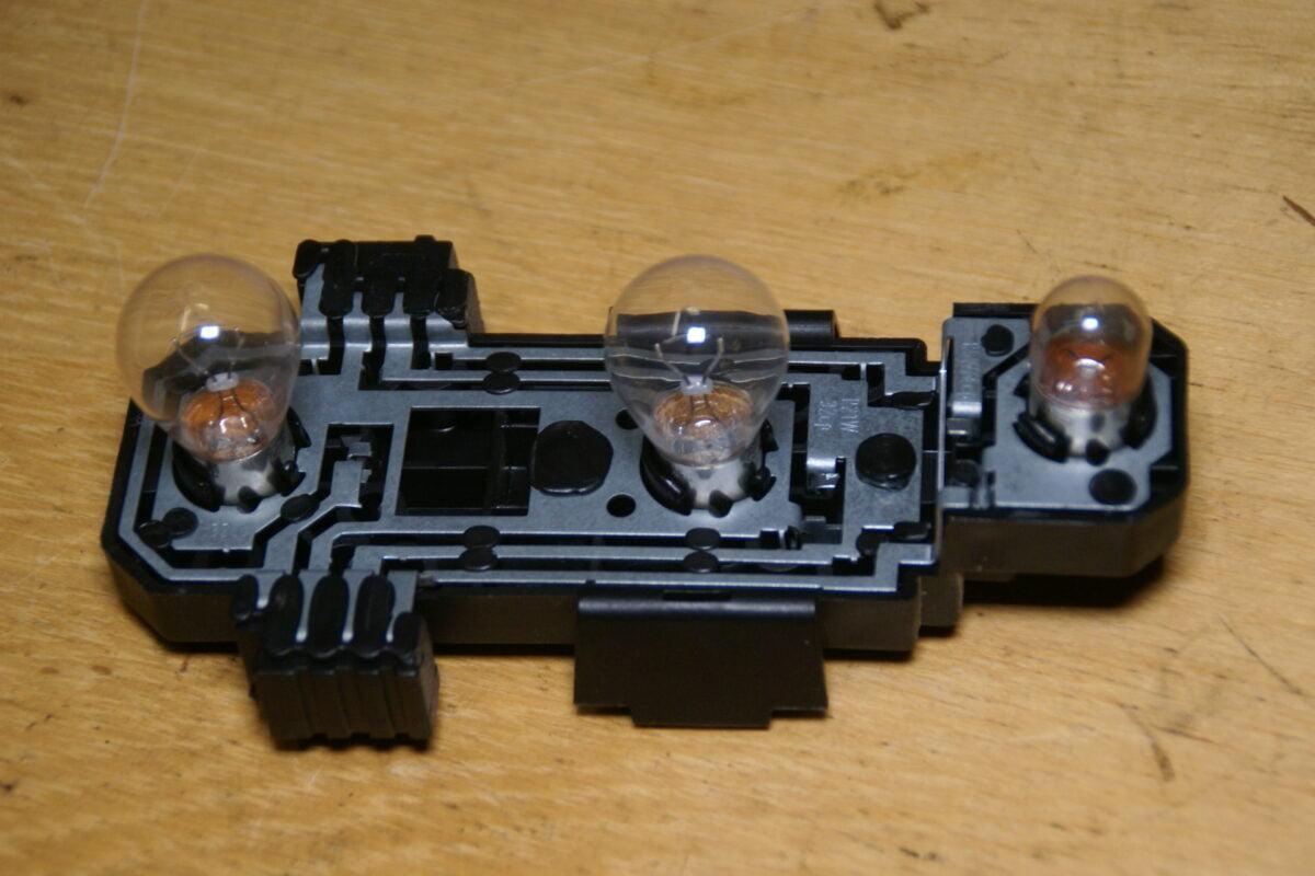 DSC01438 Volvo 944 964 fitting achterlicht 3534087 HELLA