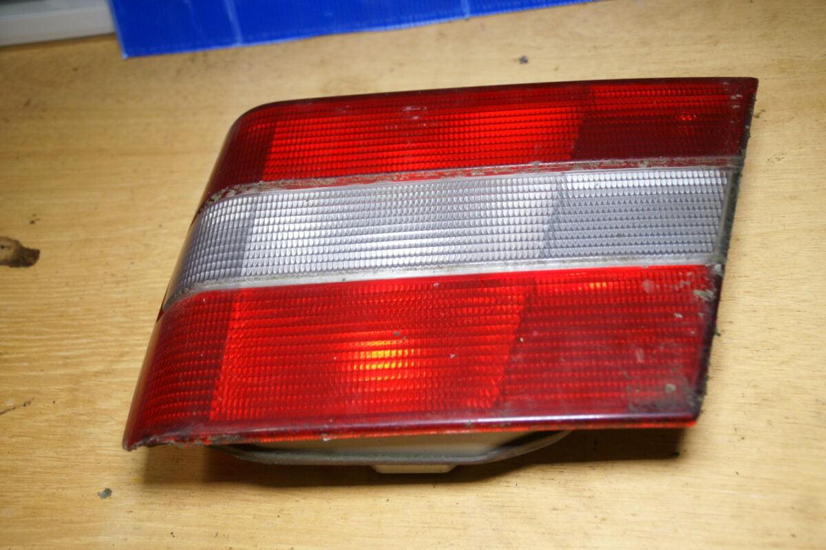 DSC01440 Volvo 944 964 achterlicht rechts binnen 9133732