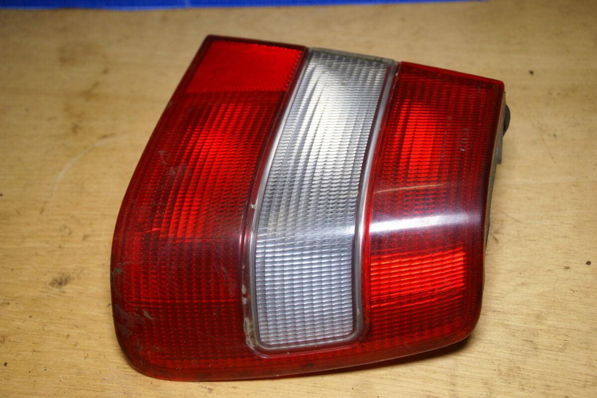 DSC01442 Volvo 944 964 achterlicht rechts buiten 9126886