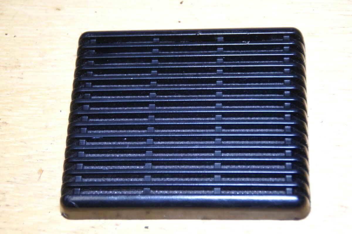 DSC01461 Volvo 240 260 luidsprekerplaat