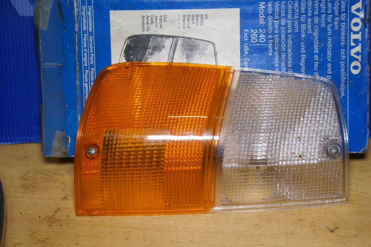 DSC01471 Volvo 240 richtingwijzerglas rechts 1234141 NOS