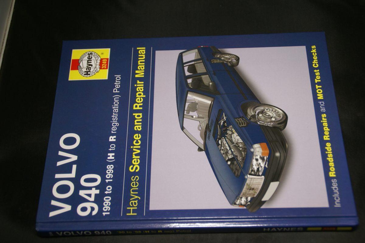 DSC01514 Volvo 940 handleiding ISBN 9781844257393 nieuwstaat