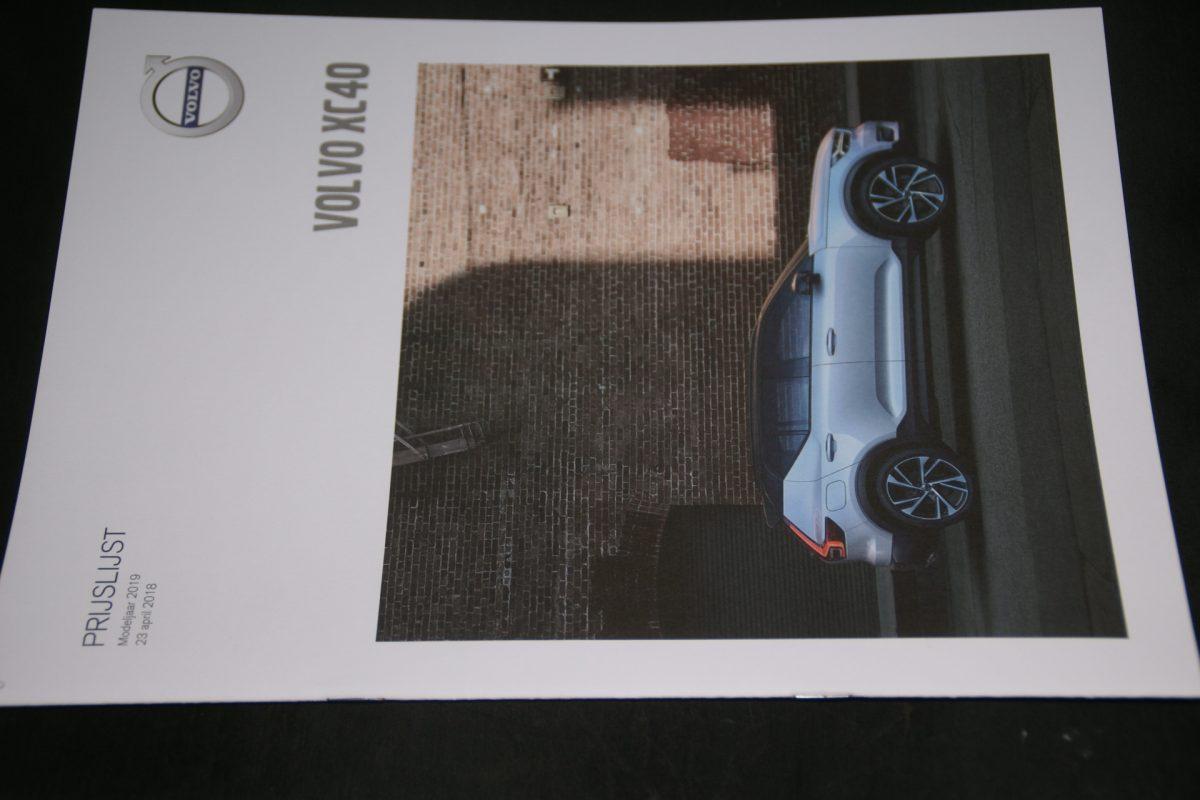 DSC01537 2019 Volvo XC40 brochure V1 nieuwstaat