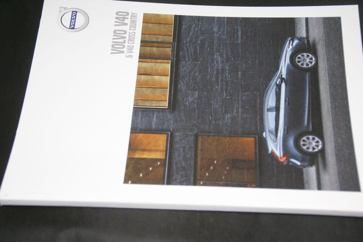 DSC01543 2017 Volvo V40 brochure nieuwstaat