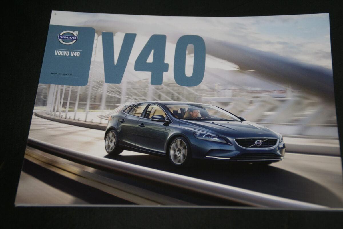 DSC01548 Volvo V40 brochure PEFC04 863 nieuwstaat