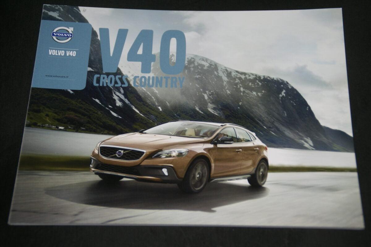 DSC01551 Volvo V40 XC brochure PEFC04  nieuwstaat