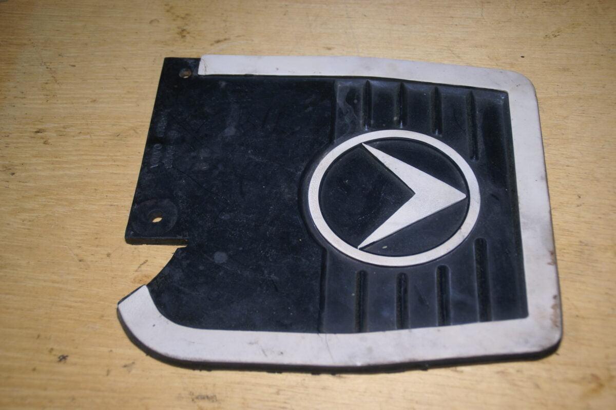 DSC01571 Volvo Amazon spatlap achter links 670894 NOS