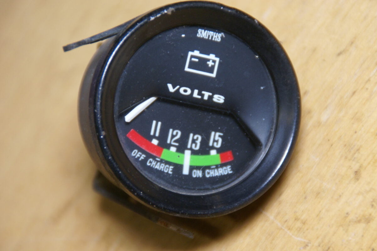 DSC01574 SMITHS voltmeter 52 mm