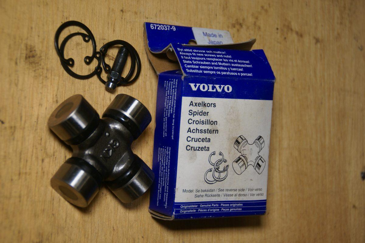 DSC01578 Volvo kruiskoppeling 672037 NOS