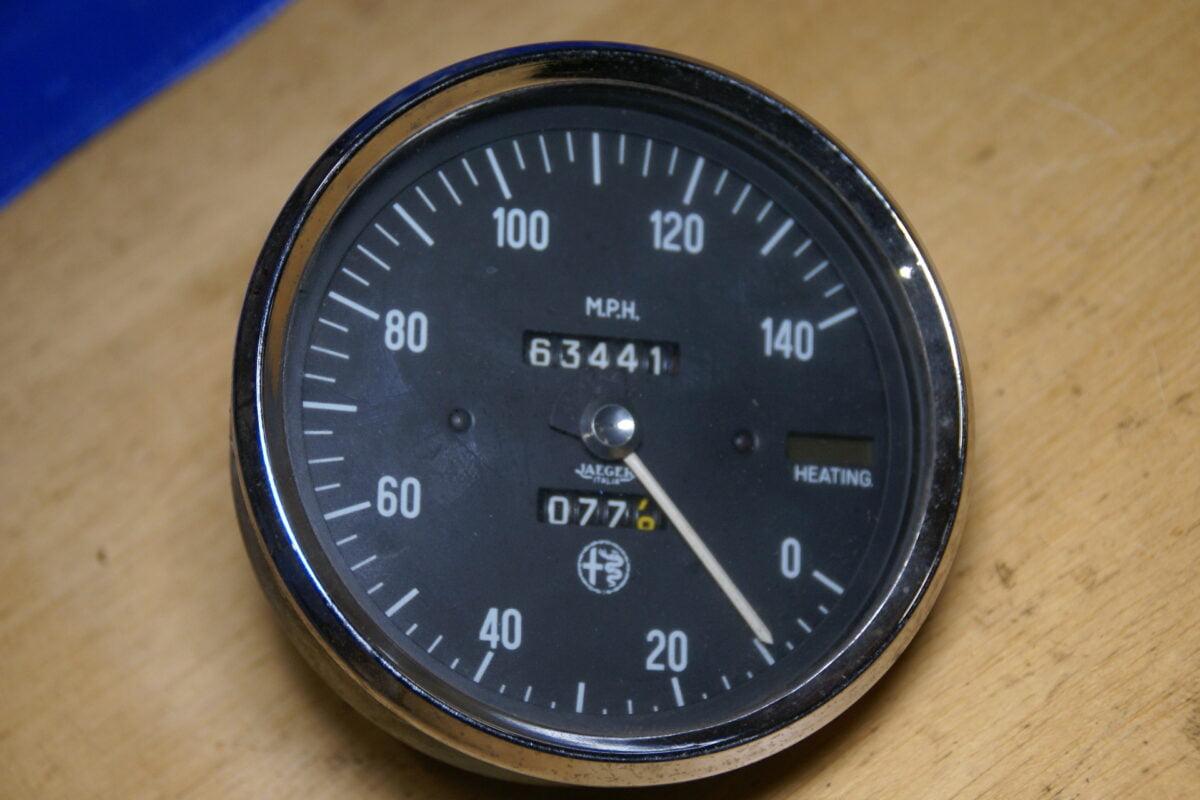 DSC01596 Alfa Romeo snelheidsmeter mijlenteller chroomrand
