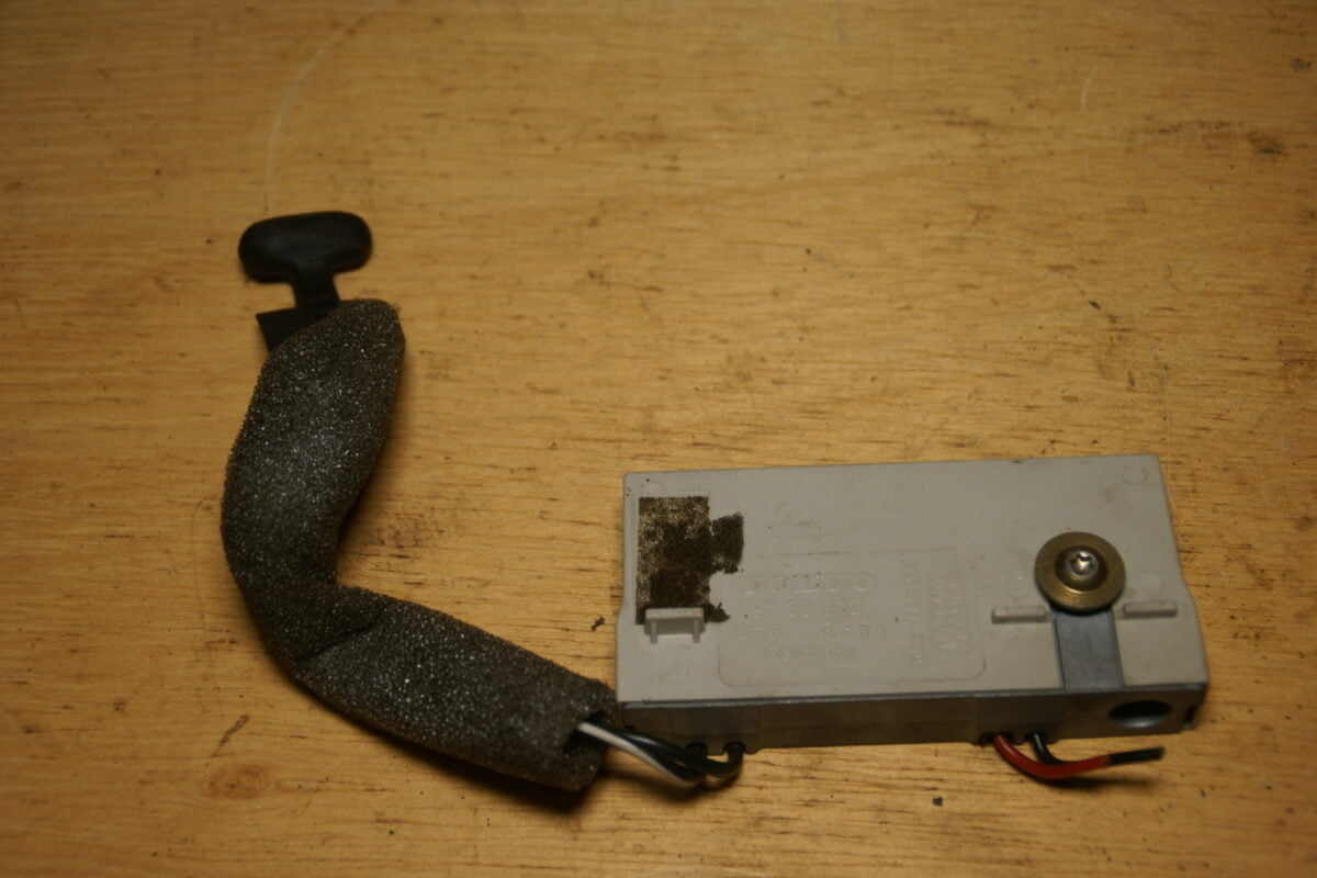 DSC01649 Volvo 850 SV70 antenneversterker 9130312