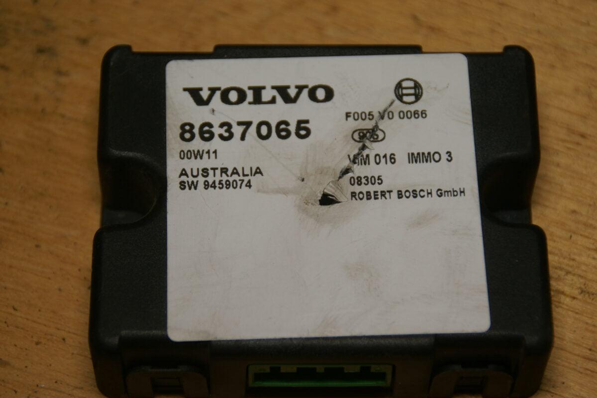 DSC01654 BOSCH Volvo CSV70 ECU immobilizer  8637065