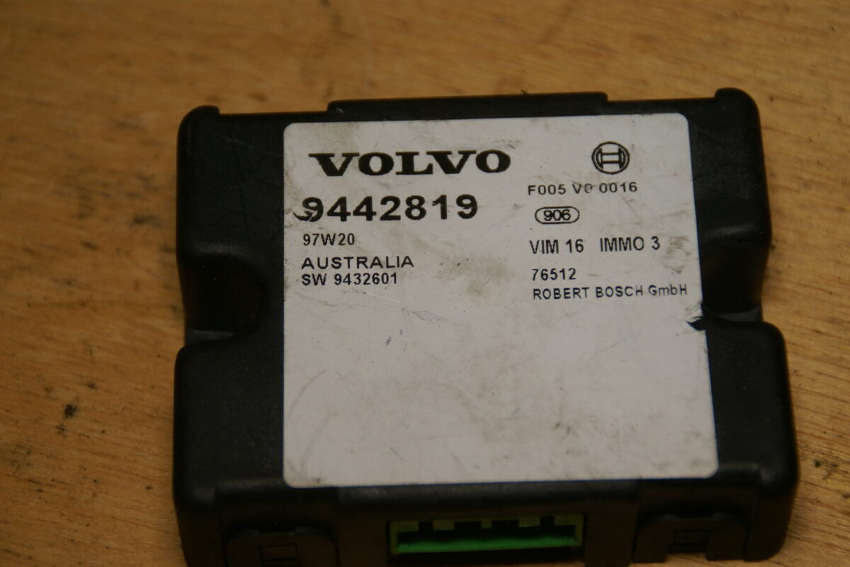 DSC01655 BOSCH Volvo 850 SV70 ECU immobilizer  9442819