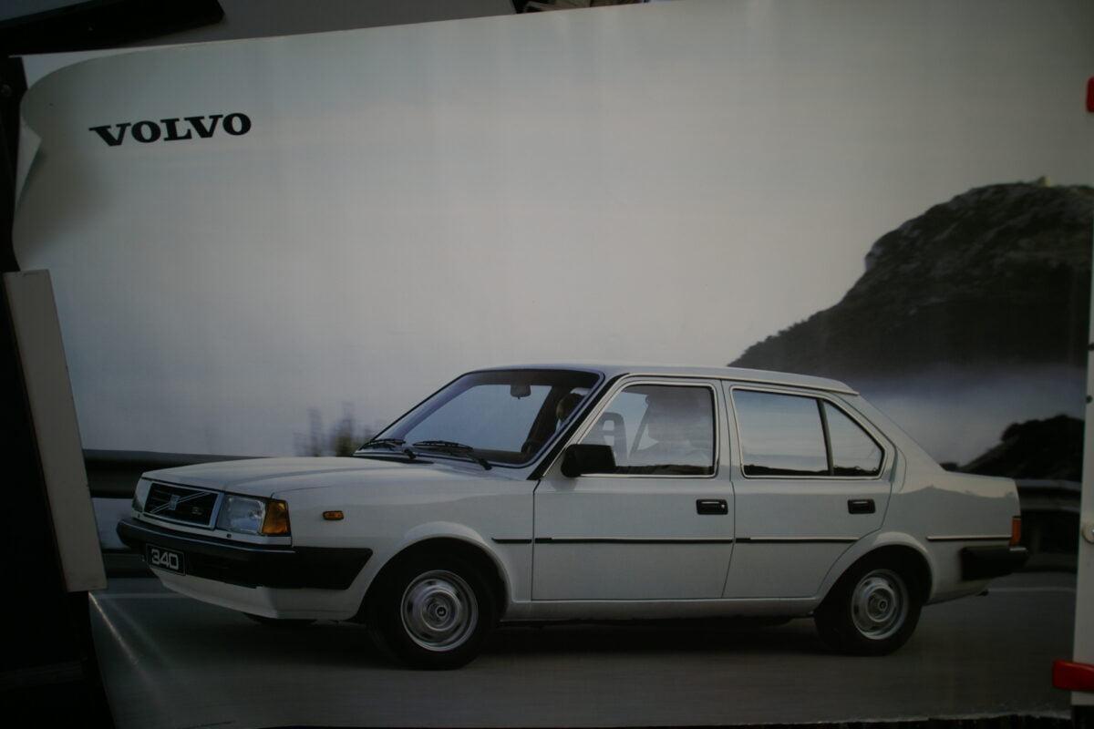 DSC02120 1985 Volvo 340 wit poster ASPCARBV 1857