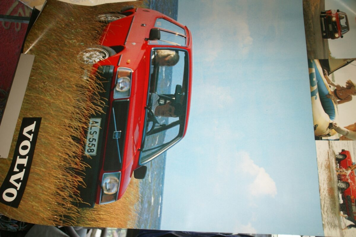 DSC02121 ca. 1977 Volvo 343 rood poster