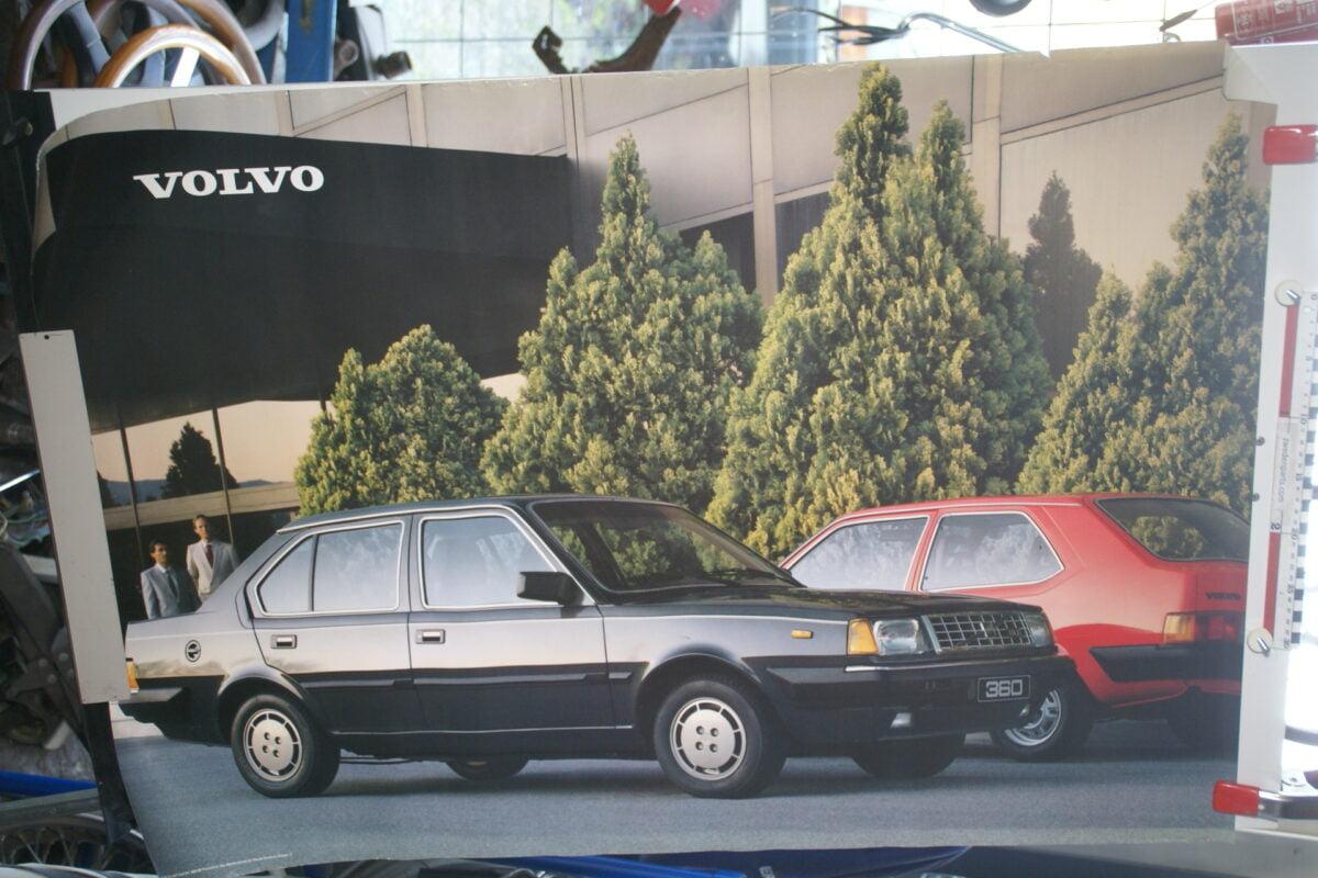 DSC02128 1985 Volvo 360GLE zwart en rood poster ASPCARBV1852