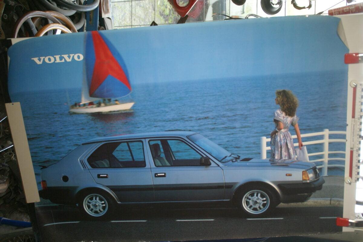 DSC02132 1984 Volvo 360GLT blauw poster ASPCARBV1391