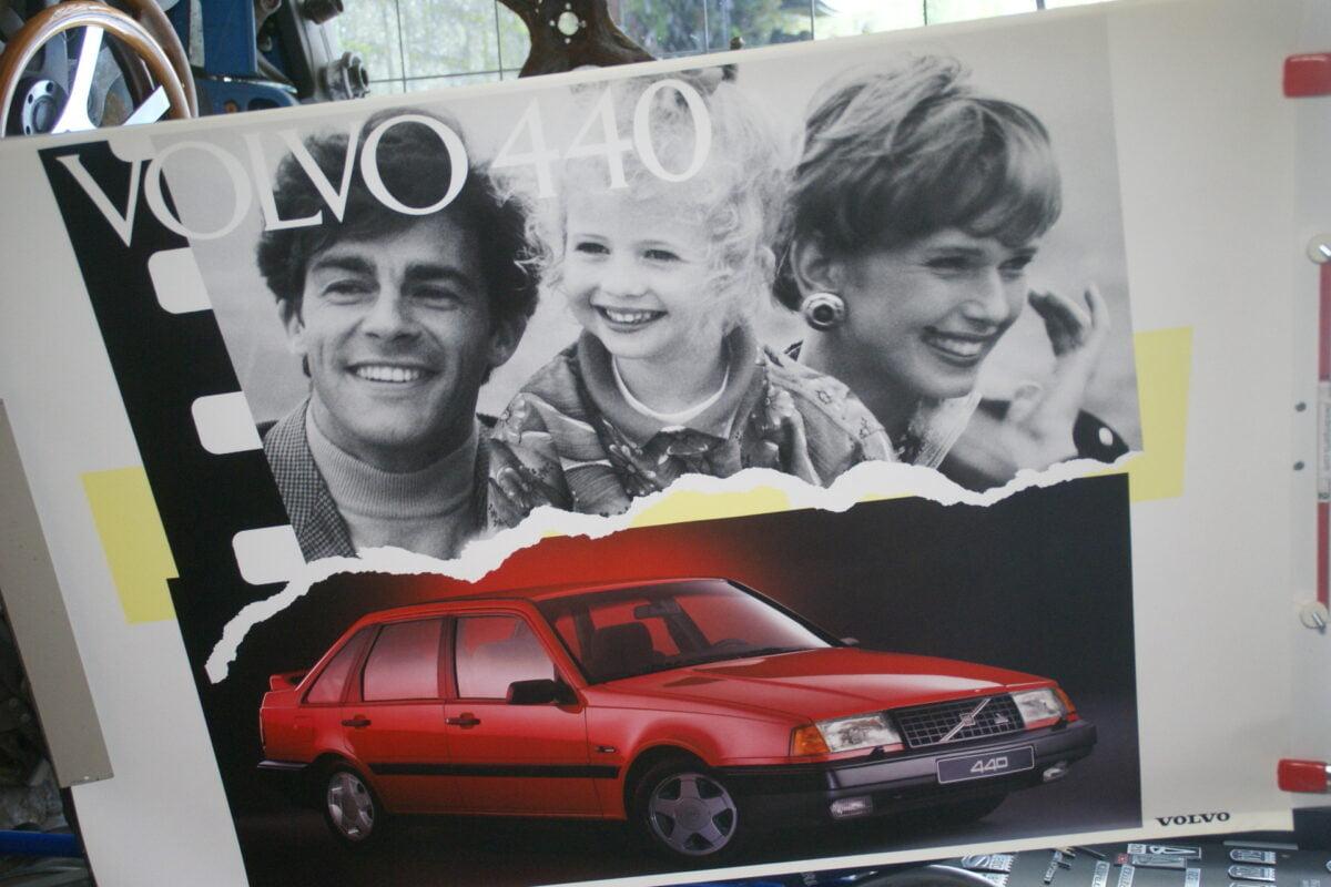 DSC02146 1991 Volvo 440 rood poster MCCARBV6652