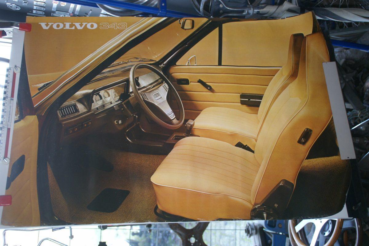 DSC02148 ca 1977 Volvo 343 bruin poster