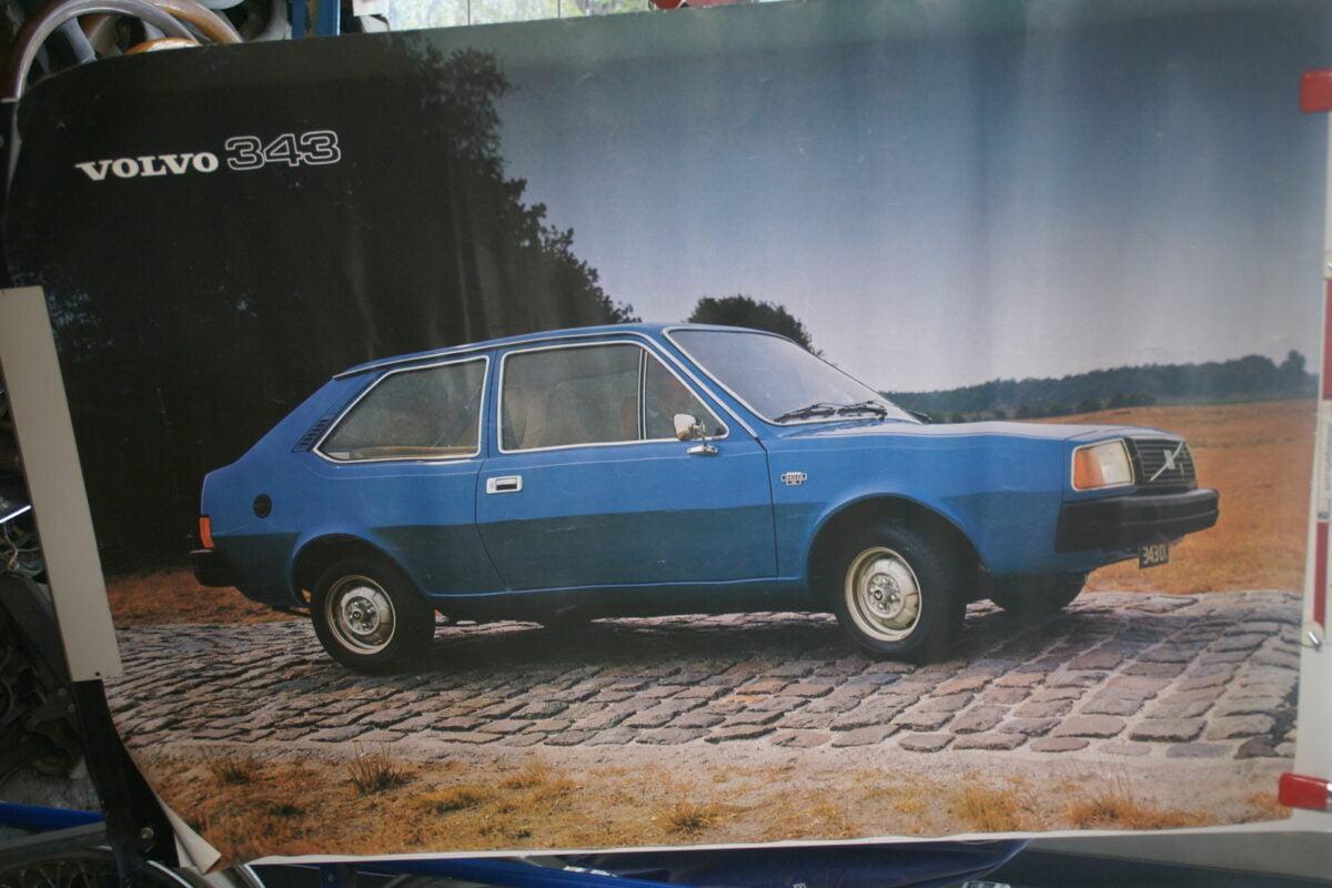 DSC02152 ca 1977 Volvo 343 blauw poster