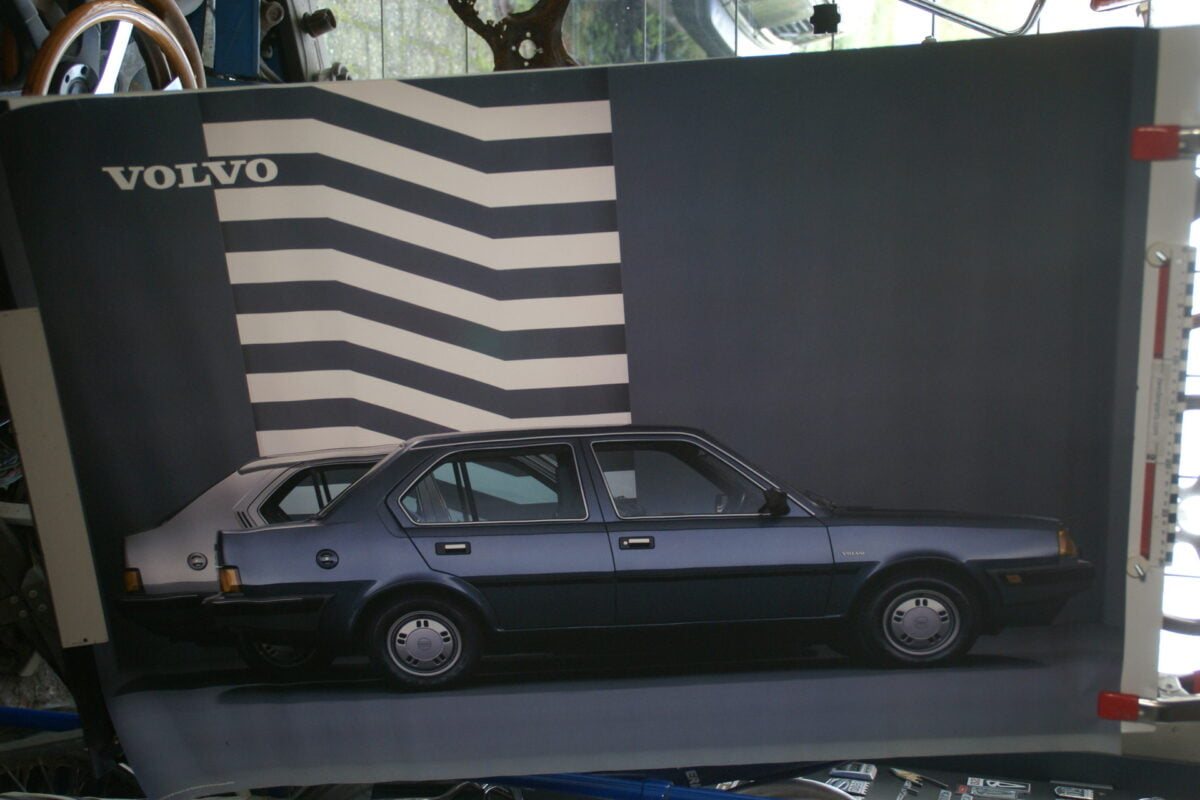 DSC02162 1986 Volvo 340 sedan zwart poster ASPCARBV2339