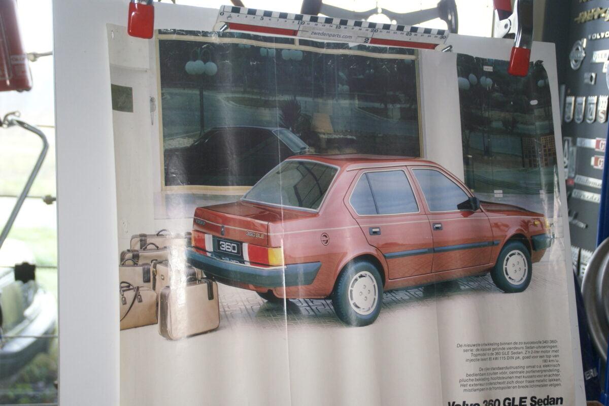 DSC02175 Volvo 360GLE sedan rood poster