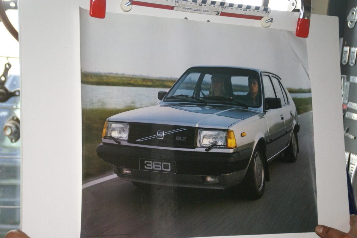 DSC02183 1985 Volvo 360GLT grijs poster ASPCARBV1858