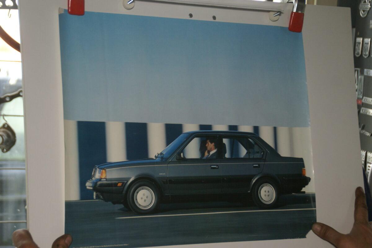 DSC02189 1986 Volvo 360 sedan grijs poster ASPCARBV2344