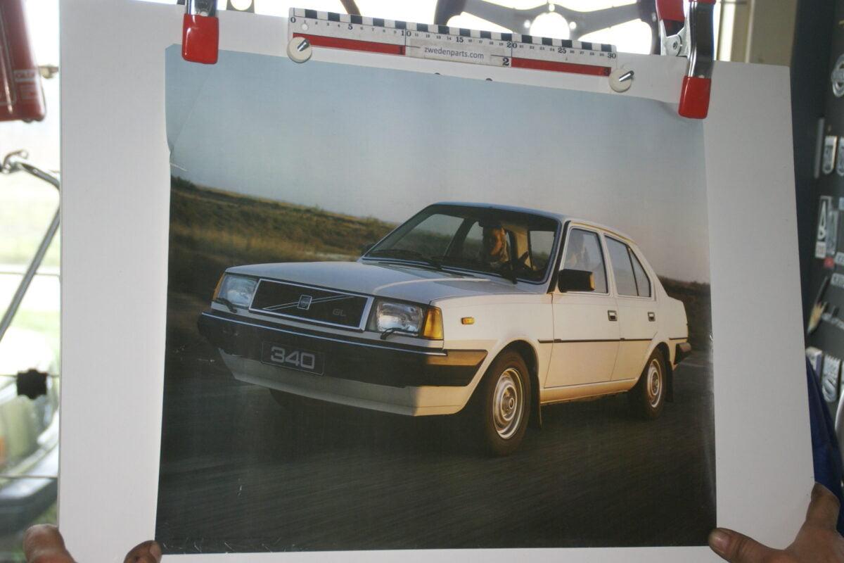 DSC02193 1985 Volvo 340GL wit poster ASPCARBV1857