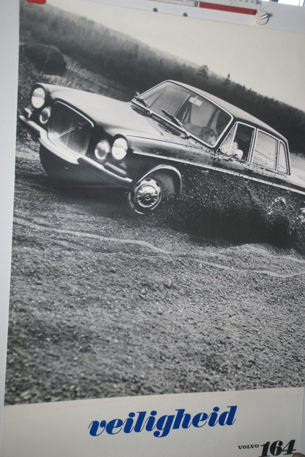 DSC02228 Volvo 164 donker poster 3644
